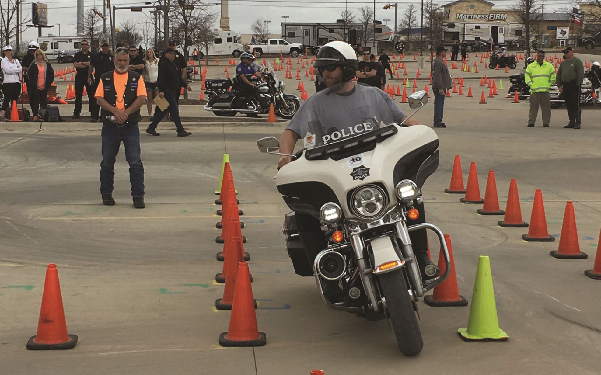 capital of texas police motorcycle chute out 2018